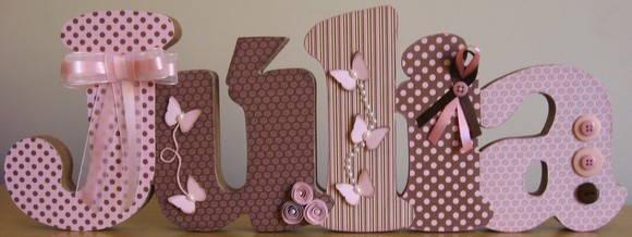 julia-marrom-rosa-prateleira-med-especia