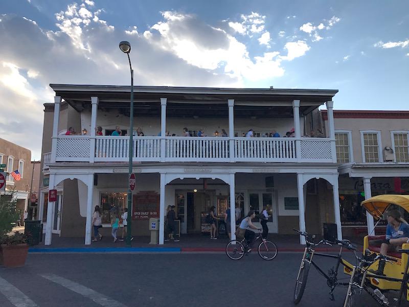Santa Fe locale in piazza