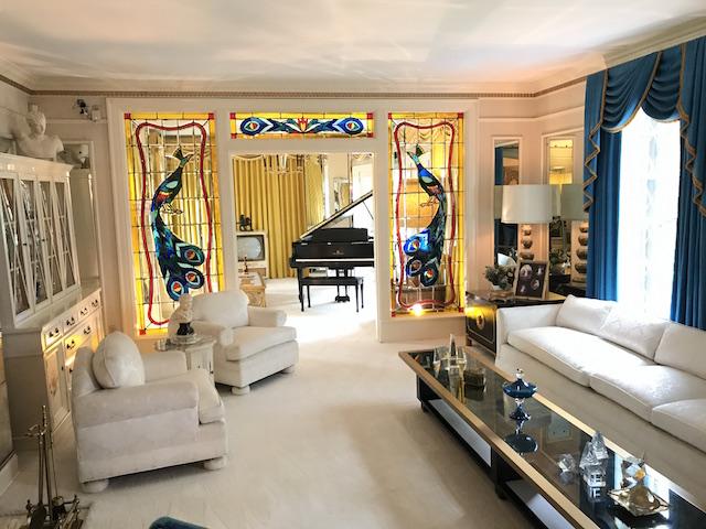Graceland sala con pianoforte