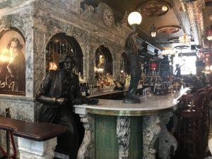 Oscar Wilde Cafe Bancone